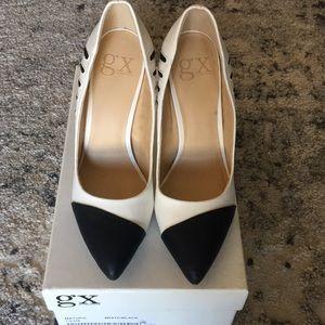 Stiletto heels .